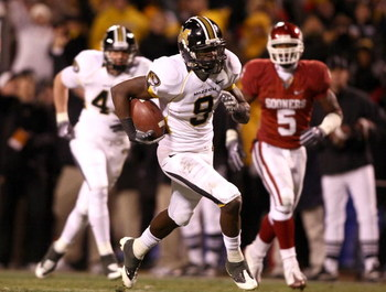 KANSAS CITY, MO - DECEMBER 06:  Jeremy Maclin #9 of the Missouri Tigers runs for a touchdown against the Oklahoma Sooners at Arrowhead Stadium on December 6, 2008 in Kansas City, Missouri.  (Photo by Jonathan Ferrey/Getty Images)