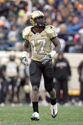 NASHVILLE, TN - NOVEMBER 22:  D.J. Moore #17 of the Vanderbilt Commodores jogs on the field during the game against the Tennessee Volunteers at Vanderbilt Stadium on November 22, 2008 in Nashville, North Carolina.  (Photo by Kevin C. Cox/Getty Images)