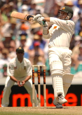 02 Jan 2002:  Justin langer of Australia in action during the first day's play in the third test match between Australia and South Africa held at the Sydney Cricket Ground, Sydney, Australia.  DIGITAL IMAGE Mandatory Credit: Chris McGrath/Getty Images