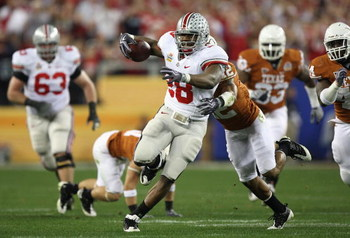 GLENDALE, AZ - JANUARY 05:  Runningback Chris Wells #28 of the Ohio State Buckeyes rushes the ball against the Texas Longhorns during the Tostitos Fiesta Bowl Game on January 5, 2009 at University of Phoenix Stadium in Glendale, Arizona.  (Photo by Jed Ja