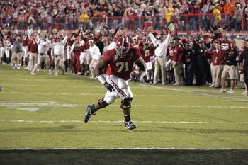 SHREVEPORT, LA - DECEMBER 28:  Andre Smith #71 of Alabama runs in for a touchdown against Oklahoma State on December 28, 2006 during the PetroSun Independence Bowl at Independence Stadium in Shreveport, Louisiana.  Oklahoma State defeated Alabama 34-31.