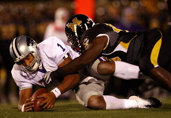 COLUMBIA, MO - NOVEMBER 08:  Quarterback Josh Freeman #1 of the Kansas State Wildcats dives for a loose ball during the game against the Missouri Tigers on November 8, 2008 at Memorial Stadium in Columbia, Missouri.  (Photo by Jamie Squire/Getty Images)