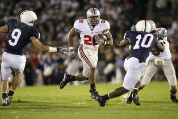 UNIVERSITY PARK, PA - OCTOBER 27: Running back Chris Wells #28 of the Ohio State Buckeyes carries the ball during the game against the Penn State Nittany Lions at Beaver Stadium on October 27, 2007 in University Park, Pennsylvania. Ohio State won 37-17. (