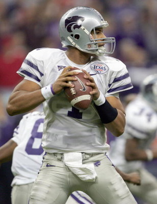 HOUSTON - DECEMBER 28: Josh Freeman #1 of the Kansas State Wildcats looks to pass during the Texas Bowl against the Rutgers Scarlet Knights on December 28, 2006 at Reliant Stadium in Houston Texas. (Photo by Stephen Dunn/Getty Images)