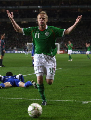 DUBLIN, IRELAND - OCTOBER 15:  Damien  Duff of Ireland raises his arms during the World Cup qualifying match between the Republic of Ireland and Cyprus at Croke Park on October 15, 2008 in Dublin, Ireland.  (Photo by David Rogers/Getty Images)