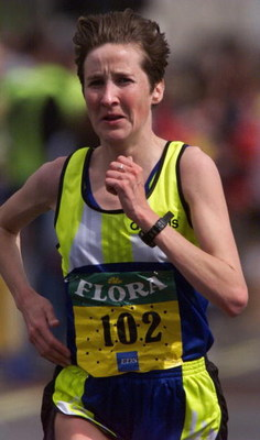 26 Apr 1998:  Catherina McKiernan of Ireland in action during the Flora London Marathon. DIGITAL IMAGE Mandatory Credit: Allsport UK/ALLSPORT