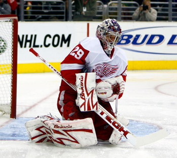 LOS ANGELES, CA - JANUARY 15:  Goaltender Ty Conklin #29 of the Detroit Red Wings corrals the puck in his arm pit during the second period against the Los Angeles Kings at Staples Center on January 15, 2009 in Los Angeles, California.  (Photo by Jeff Gros