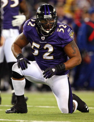 BALTIMORE - DECEMBER 14:  Ray Lewis #52 of the Baltimore Ravens looks on against the Pittsburgh Steelers on December 14, 2008 at M&T Bank Stadium in Baltimore, Maryland.  The Steelers defeated the Ravens 13-9.  (Photo by Jim McIsaac/Getty Images)