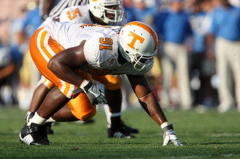 PASADENA, CA - SEPTEMBER 01:  Defensive Robert Ayers #91 of the University of Tennessee Volunteers sets on the line against the UCLA Bruins on September 1, 2008 at the Rose Bowl in Pasadena, California.  UCLA won 27-24 in the first overtime.  (Photo by St