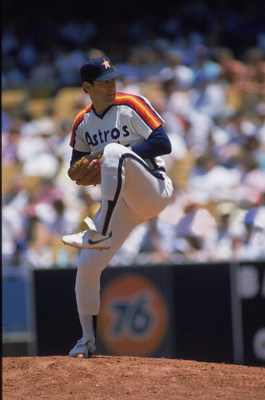 1985:  Right hander Nolan Ryan of the Houston Astros pitches the ball during a MLB (Major League Baseball) game against the Los Angeles Dodgers in 1985.  (Photo by Bud Symes /Getty Images)