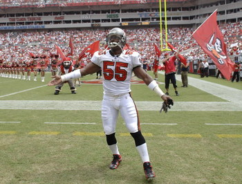 Tampa Bay Buccaneers  linebacker Derrick Brooks during pre-game introductions against the Baltimore Ravens September 10, 2006 in Tampa.  The Ravens defeated the Bucs 27 - 0.  (Photo by Al Messerschmidt/Getty Images)