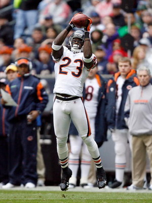 HOUSTON - DECEMBER 28:  Devin Hester #23 of the Chicago Bears makes a catch against the Houston Texans during the first half at the Reliant Stadium on December 28, 2008 in Houston, Texas.  The Texans won 31-24.  (Photo by Harry How/Getty Images)