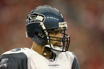 GLENDALE, AZ - DECEMBER 28:  Quarterback Seneca Wallace #15 of the Seattle Seahawks looks on during the game against the Arizona Cardinals on December 28, 2008 at University of Phoenix Stadium in Glendale, Arizona.  The Cardinals won 34-21.  (Photo by Ste