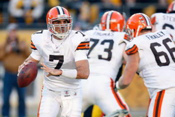 PITTSBURGH - DECEMBER 28:  Quarterback Bruce Gradkowski #7 of the Cleveland Browns looks to pass the ball during the game against the Pittsburgh Steelers on December 28, 2008 at Heinz Field in Pittsburgh, Pennsylvania. (Photo by: Gregory Shamus/Getty Imag