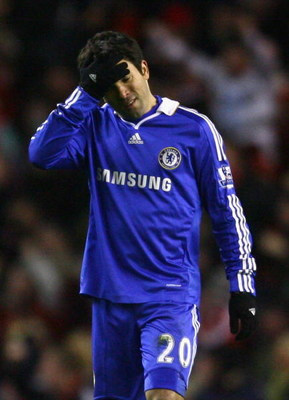LIVERPOOL, UNITED KINGDOM - FEBRUARY 01:  Deco of Chelsea shows his dejection at the end of the Barclays Premier League match between Liverpool and Chelsea at Anfield on February 1, 2009 in Liverpool, England. (Photo by Alex Livesey/Getty Images)