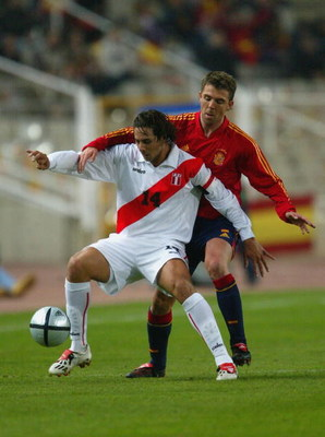 BARCELONA, SPAIN - FEBRUARY 18:  Pizzaro of Peru in action during the International Friendly match between Spain and Peru at The Olympic Stadium on February 18, 2004 in Barcelona, Spain.  (Photo by Clive Rose/Getty Images)