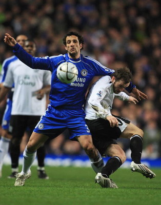 LONDON - JANUARY 08:  James McFadden of Everton tangles with Juliano Belletti of Chelsea during the Carling Cup Semi Final 1st leg match between Chelsea and Everton at Stamford Bridge on January 8, 2008 in London, England.  (Photo by Jamie McDonald/Getty