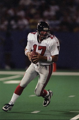 14 Aug 1998:  Quarterback Steve DeBerg #17 of the Atlanta Falcons in action during a pre-season game against the Detroit Lions at the Pontiac Silverdome in Pontiac, Michigan. The Falcons defeated the Lions 7-3.