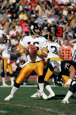 OAKLAND, CA ?? 1984:  Quarterback Mark Malone #16 of the Pittsburgh Steelers finds a receiver during a 1984 NFL game against the Oakland Raiders at the Oakland Coliseum in Oakland, California.  (Photo by Tony Duffy/Getty Images)
