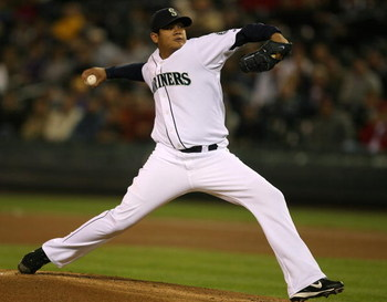 SEATTLE - SEPTEMBER 24:  Starting pitcher Felix Hernandez #34 of the Seattle Mariners pitches against the Los Angeles Angels of Anaheim at Safeco Field September 24, 2008 in Seattle, Washington. (Photo by Otto Greule Jr/Getty Images)