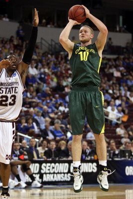 NORTH LITTLE ROCK, AR - MARCH 21:  Maarty Leunen #10 of the Oregon Ducks shoots the ball against the Mississippi State Bulldogs during the first round of the South Regional as part of the 2008 NCAA Men's Basketball Tournament at Alltel Arena on March 21,