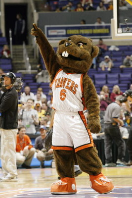 LOS ANGELES - MARCH 13:  The Oregon State Beaver mascot cheers on the court during the Pac 10 tournament against California on March 13, 2003 at the Staples Center in Los Angeles, California. California won 69-46.  (Photo by Stephen Dunn/Getty Images)