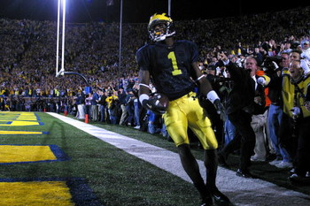 ANN ARBOR, MI - OCTOBER 30:  Wide receiver Braylon Edwards #1 of the Michigan Wolverines catches a touchdown pass in the third overtime period against the Michigan State Spartans at Michigan Stadium on October 30, 2004, in Ann Arbor, Michigan. Michigan wo