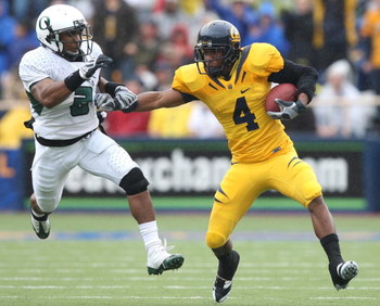 BERKELEY, CA - NOVEMBER 01:  Jahvid Best #4 of the California Golden Bears runs with the ball against T.J. Ward #2 of the Oregon Ducks during an NCAA football game on November 1, 2008 at Memorial Stadium in Berkeley, California.  (Photo by Jed Jacobsohn/G
