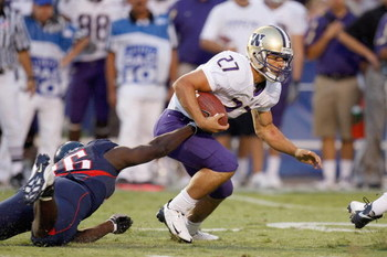TUSCON - OCTOBER 4:  Terrance Dailey #27 of the Washington Huskies carries the ball during the game against the Arizona Wildcats on October 4, 2008 at Arizona Stadium in Tucson, Arizona. (Photo by: Gregory Shamus/Getty Images)
