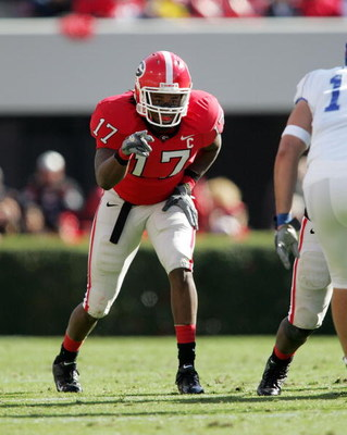 ATHENS, GA - NOVEMBER 19:  Safety Greg Blue #17 of the Georgia Bulldogs prepares to start the next play against the Kentucky Wildcats at Sanford Stadium on November 19, 2005 in Athens, Georgia.  (Photo by Doug Benc/Getty Images)