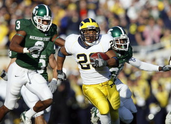 EAST LANSING, MI - NOVEMBER 3: Mike Hart #20 of the Michigan Wolverines carries the ball during the game against the Michigan State Spartans at Spartan Stadium November 3, 2007 in East Lansing, Michigan.  Michigan defeated Michigan State 28-24. (Photo by: