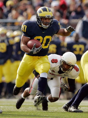 ANN ARBOR, MI - NOVEMBER 4:  Running back Mike Hart #20 of the Michigan Wolverines eludes cornerback Trey Buice #8 of the Ball State Cardinals on November 4, 2006 at Michigan Stadium in Ann Arbor, Michigan. Michigan won 34-26. (Photo by Brian Bahr/Getty I