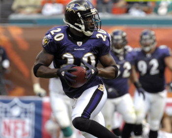 MIAMI, FL - JANUARY 4:  Safety Ed Reed #20 of the Baltimore Ravens intercepts a pass against the Miami Dolphins in an NFL Wildcard Playoff Game at Dolphins Stadium on January 4, 2009 in Miami, Floirda.  Reed ran for a touchdown with the interception. (Pho