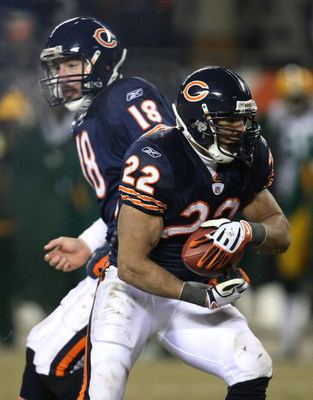 CHICAGO - DECEMBER 22: Matt Forte #22 of the Chicago Bears takes the hand-off from Kyle Orton #18 against the Green Bay Packers on December 22, 2008 at Soldier Field in Chicago, Illinois. The Bears defeated the Packers 20-17 in overtime. (Photo by Jonatha