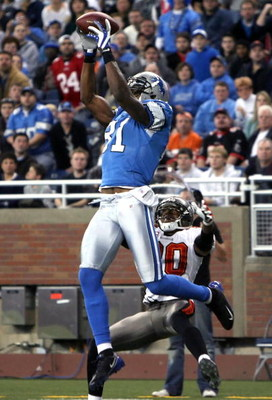 DETROIT - NOVEMBER 23:  Wide receiver Calvin Johnson #81 of the Detroit Lions catches a 15 yard touchdown reception over Ronde Barber #20 of the Tampa Bay Buccaneers during the first quarter of the NFL game at Ford Field on November 23, 2008 in Detroit, M
