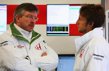 BARCELONA, SPAIN - NOVEMBER 19:  Jenson Button of Great Britain and team Honda chats to technical director Ross Brawn during day three of Formula One Testing at the Circuit de Catalunya on November 19, 2008 in Barcelona, Spain.  (Photo by Mark Thompson/Ge