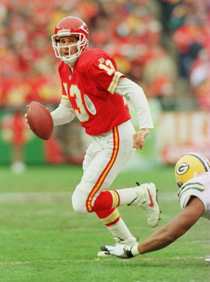 10 Nov 1996:  Quarterback Steve Bono of the Kansas City Chiefs scrambles out of the pocket during the first half of their game against the Green Bay Packers at Arrowhead Stadium in Kansas City, Missouri. Mandatory Credit: Jed Jacobsohn/Allsport