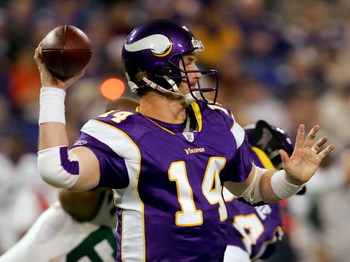 MINNEAPOLIS, MN - DECEMBER 17:  Quarterback Brad Johnson #14 of the Minnesota Vikings looks to pass against the New York Jets on December 17, 2006 at Hubert H. Humphrey Metrodome  in Minneapolis, Minnesota.  (Photo by Lisa Blumenfeld/Getty Images)