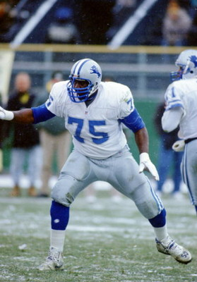 6 Dec 1992: Left tackle Lomas Brown of the Detroit Lions sets to pass block during the Lions 38-10 loss to the Green Bay Packers at Milwaukee County Stadium in Milwaukee, Wisconsin.