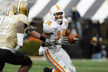 NASHVILLE, TN - NOVEMBER 22:  Eric Berry #14 of the Tennessee Volunteers carries the ball during the game against the Vanderbilt Commodores at Vanderbilt Stadium on November 22, 2008 in Nashville, North Carolina.  (Photo by Kevin C. Cox/Getty Images)