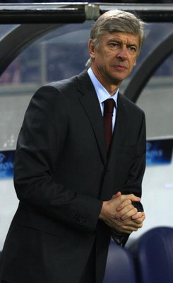 PORTO, PORTUGAL - DECEMBER 10:  Arsenal manager Arsene Wenger looks on during the UEFA Champions League Group A match between FC Porto and Arsenal at the Estadio Do Dragao Stadium on December 10, 2008 in Porto Portugal.  (Photo by Mark Thompson/Getty Imag