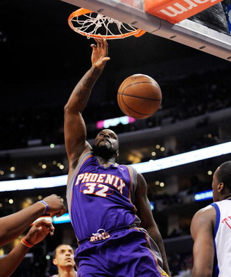 LOS ANGELES, CA - FEBRUARY 18: Shaquille O'Neal #32 of the Phoenix Suns dunks against Al Thornton #12 of the Los Angeles Clippers during the second quarter at the Staples Center February 18, 2009, in Los Angeles, California. NOTE TO USER: User expressly a