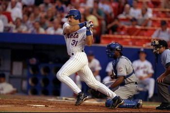 31 Jul 1998:  Catcher Mike Piazza #31 of the New York Mets in action during a game against the Los Angeles Dodgers at Shea Stadium in Flushing, New York. The Dodgers defeated the Mets 4-3. Mandatory Credit: David Seelig  /Allsport