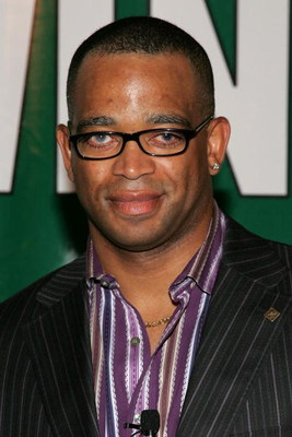 NEW YORK - AUGUST 23:  Stuart Scott of ESPN arrives at the premiere of Walt Disney Pictures 'Invincible' at the Ziegfeld Theatre on August 23, 2006 in New York City.  (Photo by Bryan Bedder/Getty Images)