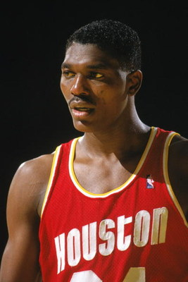 1990:  Akeem Olajuwon #34 of the Houston Rockets looks on during a game in the 1987-88 season. NOTE TO USER: User expressly acknowledges and agrees that, by downloading and/or using this Photograph, User is consenting to the terms and conditions of the Ge
