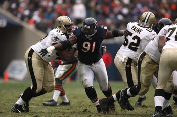 CHICAGO - DECEMBER 30:  Tommie Harris #91 of the Chicago Bears rushes the passer against the New Orleans Saints at Soldier Field on December 30, 2007 in Chicago, Illinois. The Bears won 33-25.  (Photo by Jonathan Daniel/Getty Images)