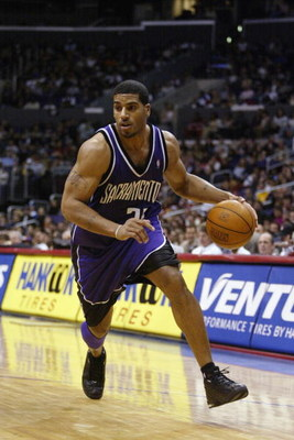 LOS ANGELES - JANUARY 18:  Jim Jackson #22 of the Sacramento Kings drives upcourt during the game against the Los Angeles Clippers on January 18, 2003 at Staples Center in Los Angeles, California.  The Clippers won 112-107.  NOTE TO USER: User expressly a