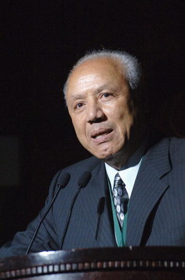 NEW YORK - SEPTEMBER 27:  Former pro basketball player Lenny Wilkens speaks at the Great Sports Legends Dinner at the Waldorf Astoria September 27, 2005 in New York City. The event honors sports legends for their great athletic achievement and has raised