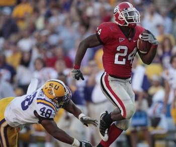 BATON ROUGE, LA - OCTOBER 25:  Knowshon Moreno #24 of Georgia romps on a 68-yard touchdown run as Darry Beckwith #48 of Louisiana State pursues during their football game at Tiger Stadium on October 25, 2008 in Baton Rouge, Louisiana.  Georgia won 52-38.