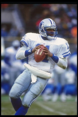 6 Dec 1992: Quarterback Andre Ware of the Detroit Lions looks to pass the ball during a game against the Green Bay Packers at Milwaukee County Stadium in Milwaukee, Wisconsin. The Packers won the game, 38-10.